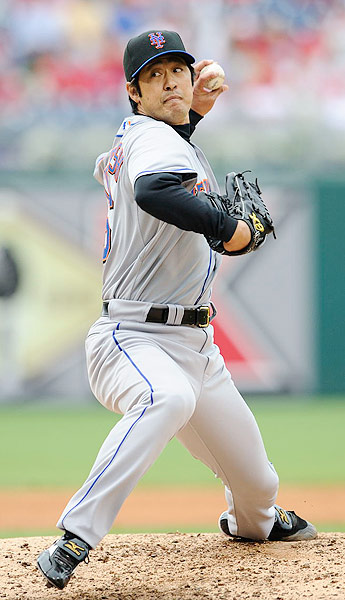 After 14 years with the Hiroshima Toyo Carp, the then 40-year-old signed a minor league contract with the Mets. He made 26 appearances for the big league club and posted a 2.96 ERA.