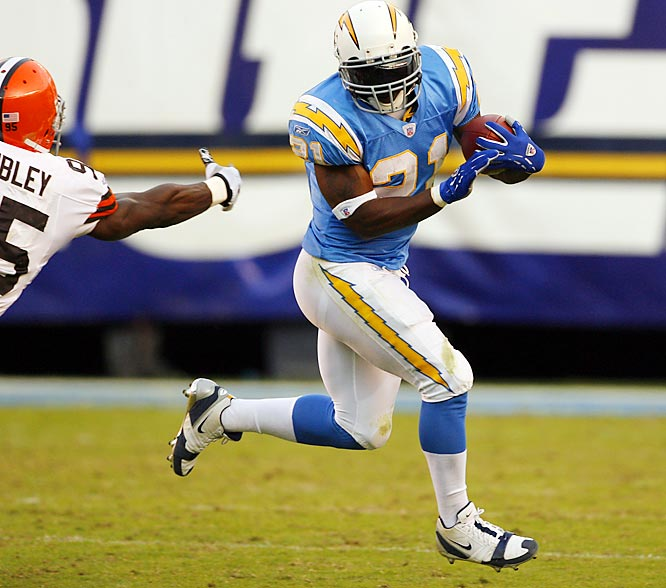 172 ... LaDainian Tomlinson became the first player in 33 years with 172 or more rushing yards and three or more rushing touchdowns on 18 or fewer carries. Tomlinson was 18-for-172 rushing against the Browns with three touchdowns. The last player to do that was Mercury Morris of the Dolphins, who was 15-for-197 with three TDs against the Patriots in 1973. Since 1996, Tomlinson has two games with 172 or more rushing yards and three rushing TDs on 21 or fewer carries -- and no other NFL player has any.