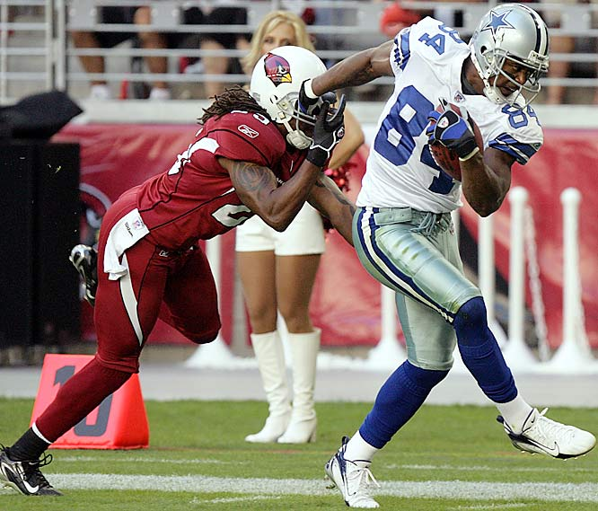Dallas wideout Patrick Crayton breaks away from Arizona cornerback Eric Green in the second quarter to score on a 30-yard pass from quarterback Tony Romo, who threw for 308 yards and two touchdowns.