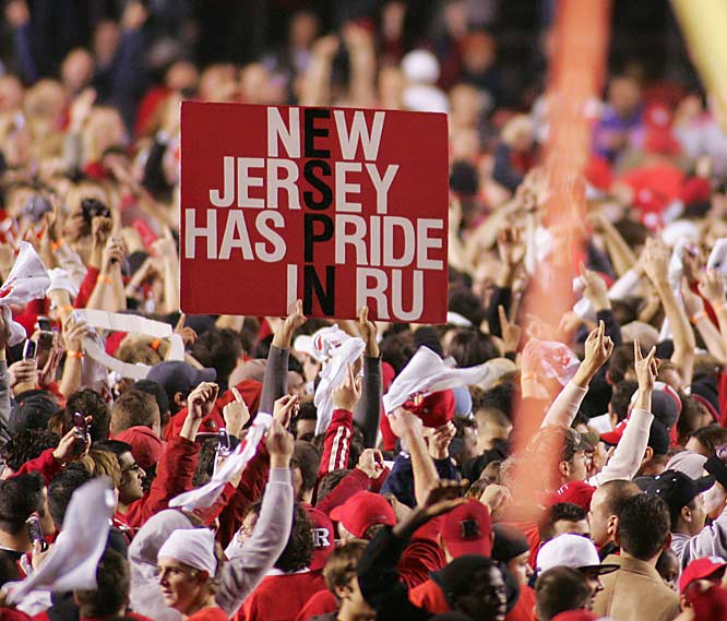 After falling behind 25-7, 15th-ranked Rutgers relied on a strong defense to defeat No. 3 Louisville 28-25 in Piscataway, N.J.