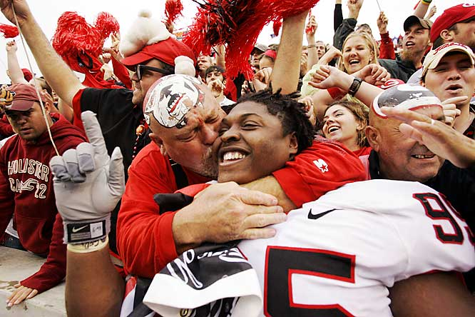 A Dawgs fan plants a wet one on the face of Georgia player Jeff Owens after UGA defeated No. 5 Auburn, 37-15 in Auburn.