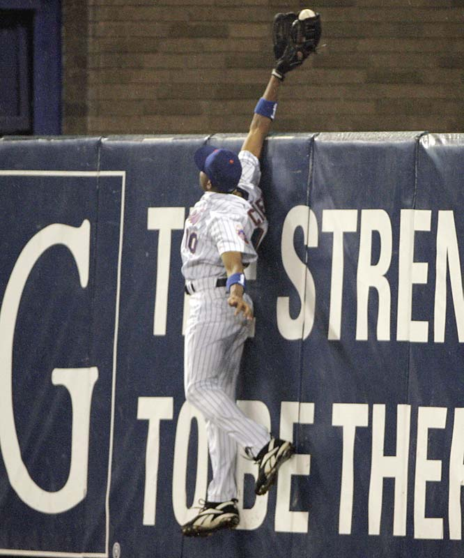 In the sixth inning, with the score 1-1, Endy Chavez of the Mets leapt high over the eight-foot high fence in left field to rob the Cardinals' Scott Rolen of a sure home run, pulling off one of the most memorable postseason catches ever. But the Mets lost, 3-1.