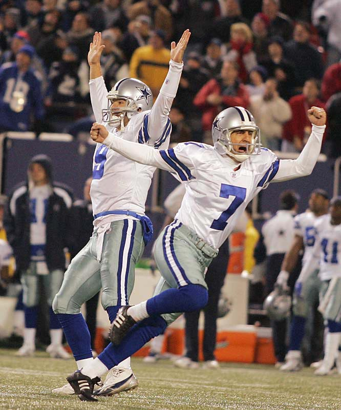 Martin Gramatica (7), signed by Dallas last week to replace Mike Vanderjagt, kicked a 46-yard field goal with one second left for the win.