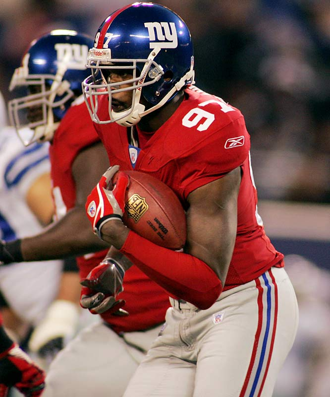 2 ... Giants defensive end Mathias Kiwanuka's interception of Tony Romo was his second this year. He picked off Bears quarterback Rex Grossman on Nov. 12. That made Kiwanuka the first rookie lineman to intercept two passes in a season since the Bengals Justin Smith in 2001.