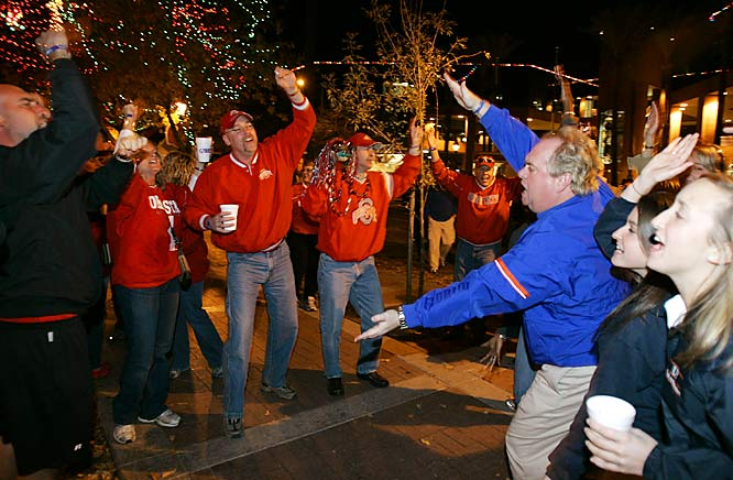 Ohio State and Florida start a minor war or words during a fan rally Saturday night in Glendale, Ariz.