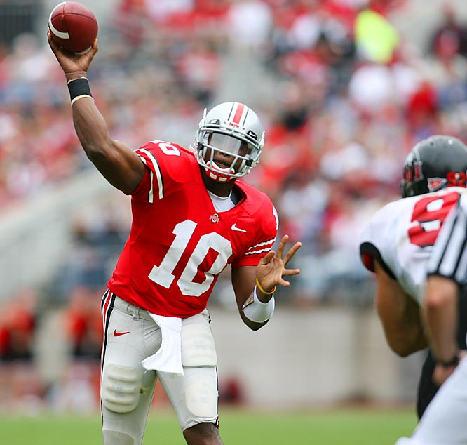Troy Smith starts his run to the Heisman Trophy by burning Northern Illinois for 297 passing yards and three touchdowns.