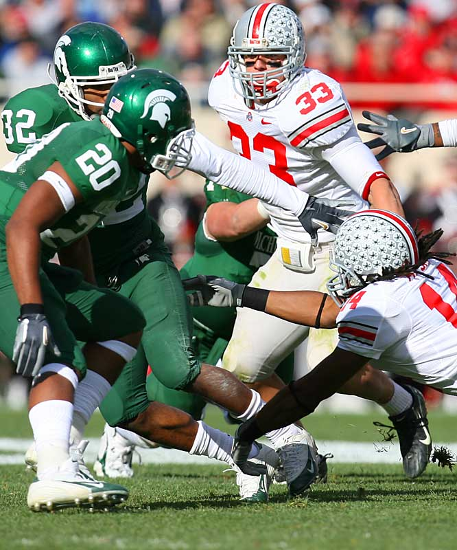Michigan State enters the contest averaging 31 points per game, but the Buckeyes' defense holds the Spartans to a single score. James Laurinaitis (33) leads the effort, recording nine stops, including two tackles for loss.