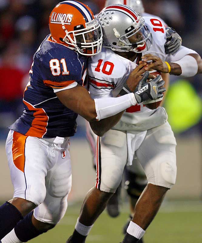 Ohio State jumps out to a 17-0 lead, but lets Illinois back in the game. Troy Smith suffers his worst game of the season, throwing for just 108 yards and an interception.
