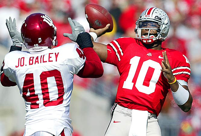 Smith throws four first-half touchdown passes as Ohio State finishes with 540 total yards of offense.
