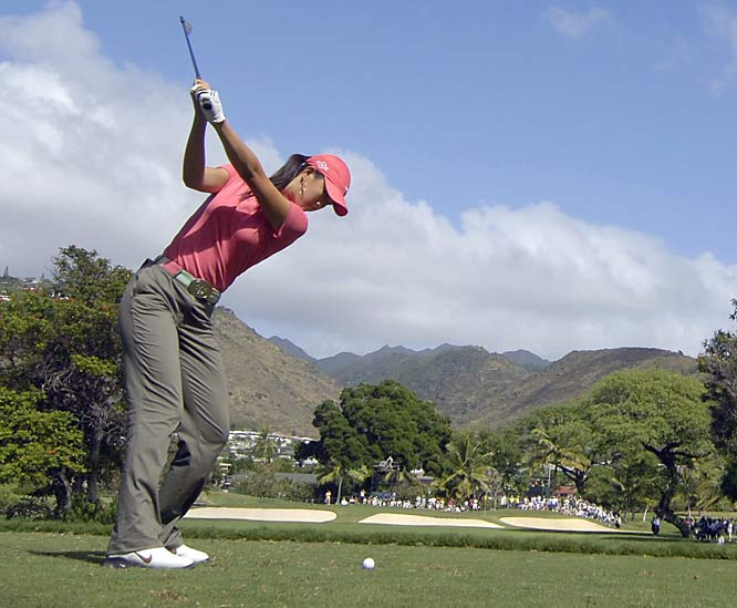 Making her third consecutive start at Waialae, Wie shoots 79-68 to miss the cut.