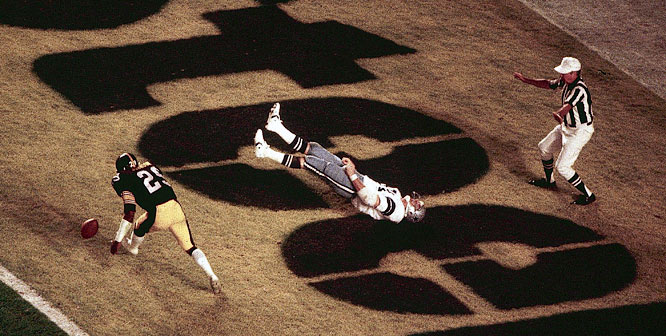 The Dallas Cowboys'  Jackie Smith drops a pass in the end zone against Pittsburgh in Super Bowl XIII.