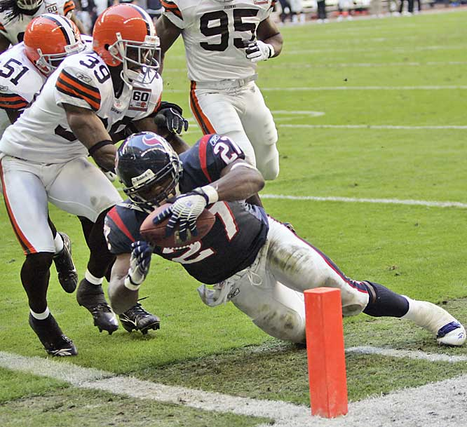 Rookie Chris Taylor, starting in place of injured running back Ron Dayne, dives for the end zone on a 5-yard touchdown run in the third quarter against Cleveland.  Houston finished the season 6-10, tripling their win total from last season.