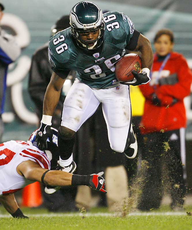 Brian Westbrook had 141 yards rushing on 20 carries, including a 49-yard TD run; outperforming Giants back Tiki Barber in his final game, who finished with 137 yards on the ground.