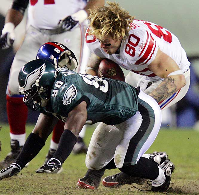 Jeremy Shockey's helmet flies off as he stretches a short catch into an 11-yard gain and a first down for the Giants.