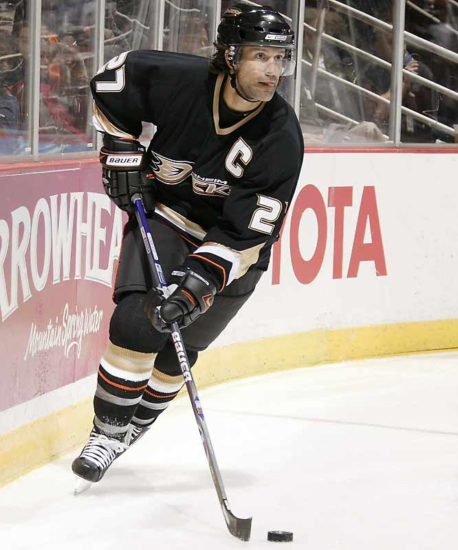 The fleet-footed backliner shares the NHL scoring lead among defensemen with teammate Chris Pronger. Niedermayer, three times an All-Star as a Devil, will make his first appearance as a Duck.