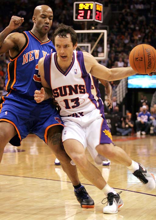 The Suns, coming off a two-point loss in Dallas, begin their current streak with an easy home win against the Knicks. Six Phoenix players finish in double figures. (Steve Nash in photo)