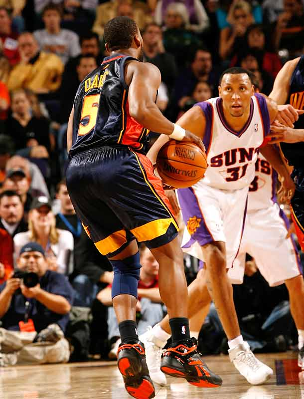 Reserves Leandro Barbosa (26 points) and James Jones (25) fuel the Suns' offense. (Shawn Marion in photo)