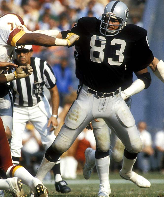 Hendricks helped the Raiders win Super Bowls XI, XV and XVIII and was a key part of the Colts team that won Super Bowl V. The rangy Hendricks was a disruptive force and fierce competitor.