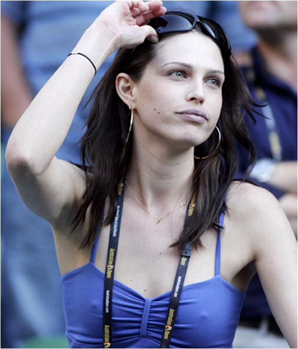 Actress Sara Foster watched boyfriend Tommy Haas in action at the Australian Open.