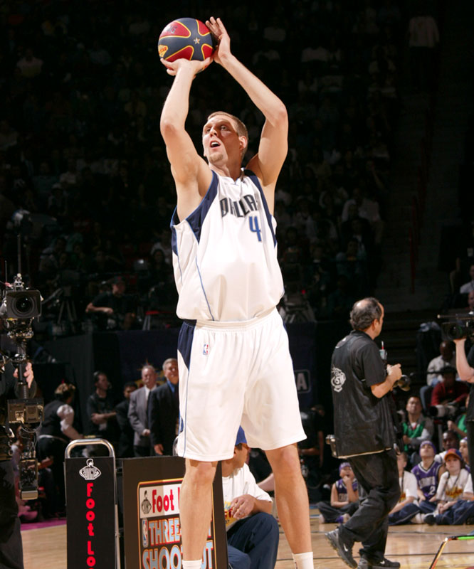 Dirk Nowtizki made it to the final three but couldn't defend his 3-Point Shootout crown as he had a nine in the last round.