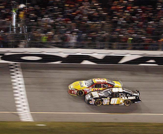 Kevin Harvick surged past Mark Martin to give Martin his 23rd empty trip to Daytona.