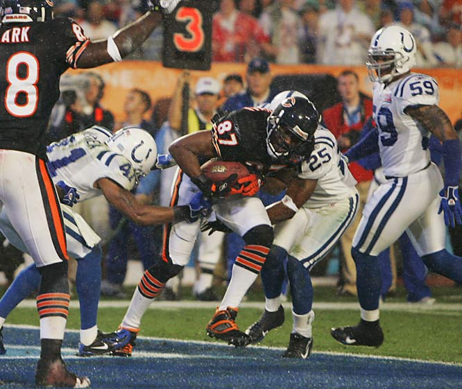 2 ... Muhsin Muhammad of the Bears became the third player in history and the first since his former teammate, Ricky Proehl (now with the Colts), to score Super Bowl touchdowns for two different teams. Muhammad caught a four-yard TD Sunday and also caught an 85-yarder from Jake Delhomme in Super Bowl XXXVII for the Panthers.