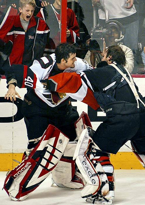 With the Senators and Flyers engaged in an all-out stemwinder, Lalime opted not to miss out on the fun -- seeking out Esche and apparently going after his wallet. The pair then conducted their own private roundelay in the corner, ending with a friendly chat. Click here to watch the fight!