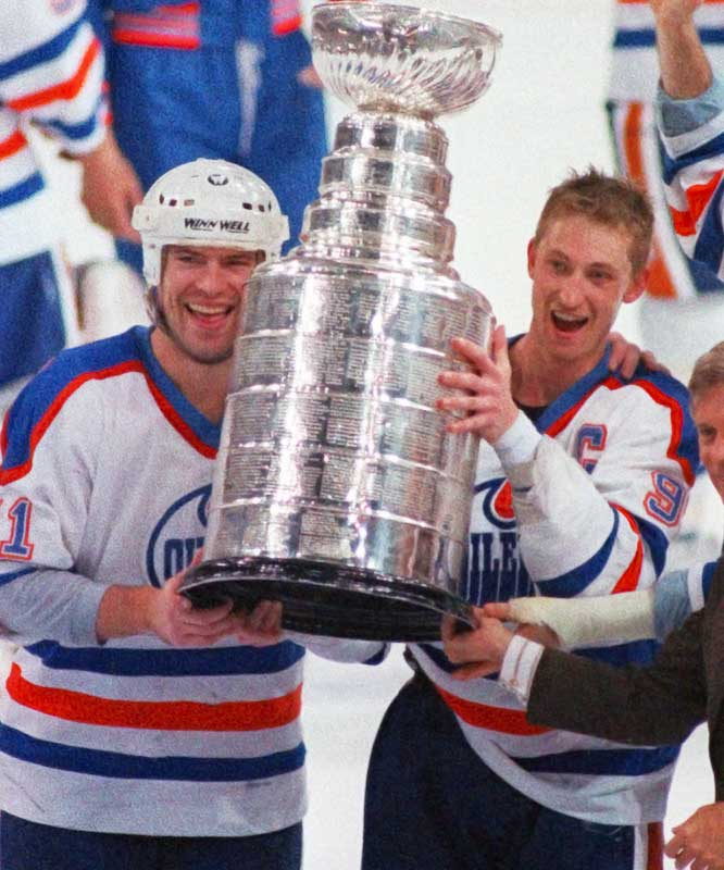 In 1987-88, Messier topped 100 points for the fourth time in six seasons as the Oilers captured their fourth Cup in five seasons by sweeping Boston. It proved to be a triumphant swan song for Moose and his buddy Wayne Gretzky.