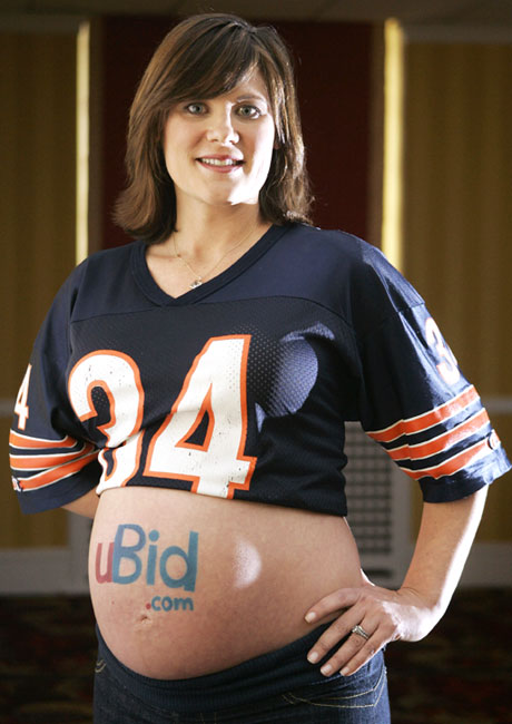 Bears fan Jennifer Gordon got two Super Bowl tickets on the 50-yard line for that ad space.