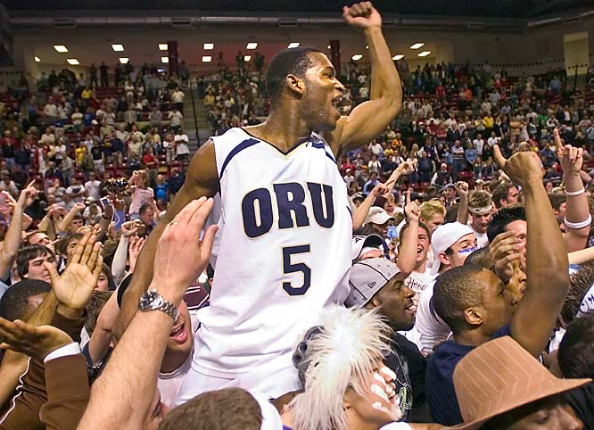 Oral Roberts' Kelvin Sango pumps his fist after the Golden Eagles 71-67 win over Oakland, which earned the team a spot in the NCAA tournament for the second straight year.