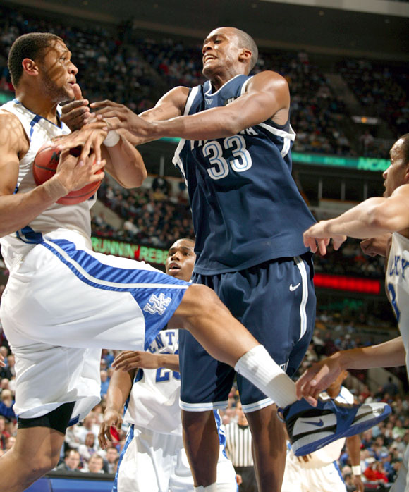 Randolph Morris (left) had 19 points and 11 rebounds in Kentucky's win.