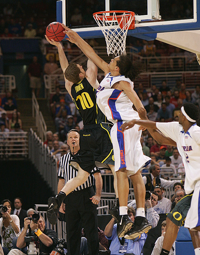 Joakim Noah blocks a shot by Oregon's Maarty Leunen in the first half of the Gators' win.