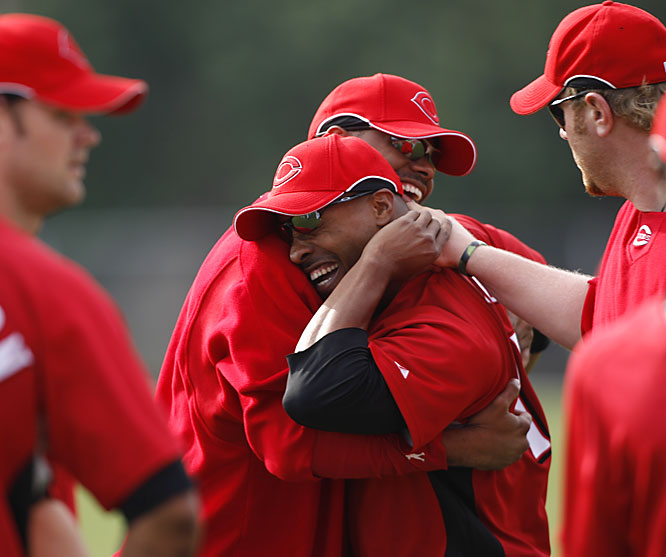 Ken Griffey Jr. and Dewayne Wise share a laugh and a hug.
