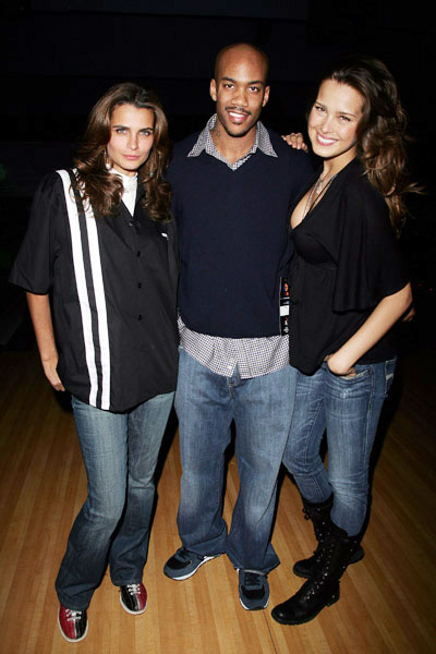 On Wednesday, Knicks G Stephon Marbury missed a free throw with .9 seconds remaining that would've tied the game against Seattle. Things picked up for him considerably the next night when he hung out with models Fernanda Mota (left) and Petra Nemcova at a charity bowling event.