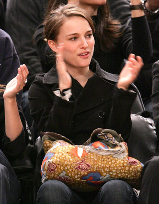 Natalie Portman was happy with what she saw at this week's Mavericks-Knicks game. We're happy to see that her hair has grown back.