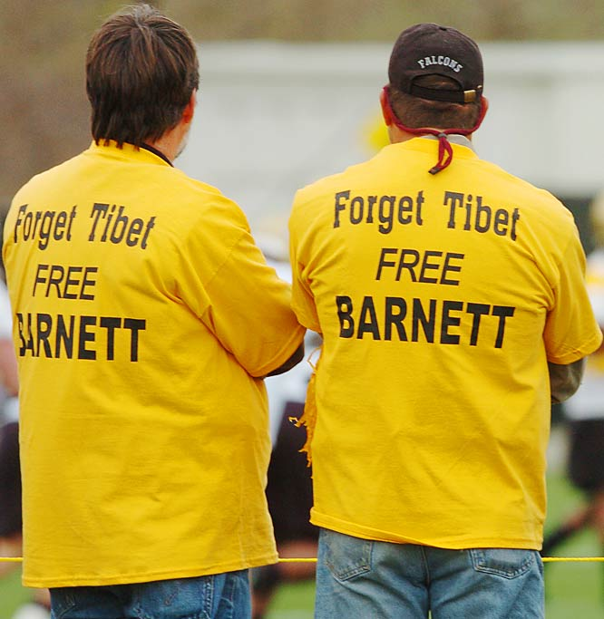 Colorado fans show their support for Coach Gary Barnett during a recruiting scandal in April 2004.