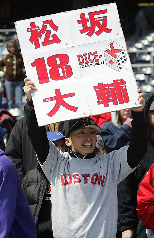 A fan holds up a sign in both Japanese and English.