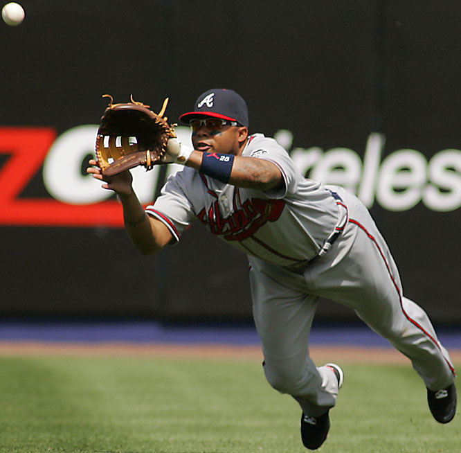 Braves centerfielder Andruw Jones makes a diving catch on a line drive hit by the Mets' Carlos Delgado in the third inning on Saturday. The Mets won 7-2.