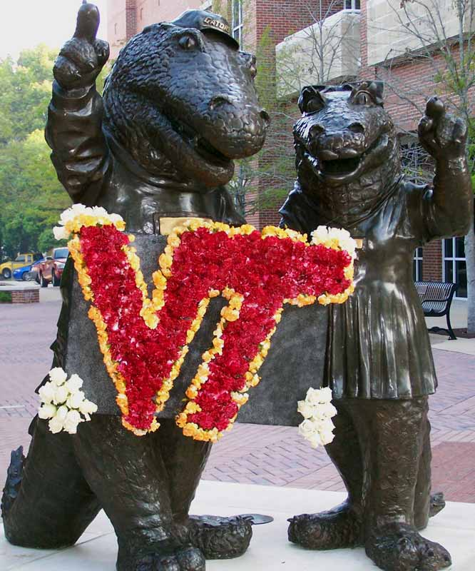 The University of Florida Gators draped the statues of Albert and Alberta with a memorial wreath.