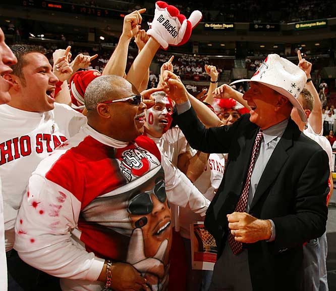 Dick Vitale makes some new friends before an Ohio State-Michigan State matchup.
