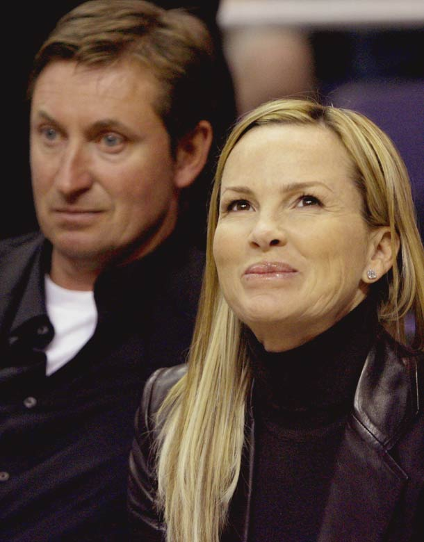 Wayne Gretzky and his wife, Janet Jones, took in a Suns-Spurs playoff game this week, and we're not sure what's going on with either of their faces.