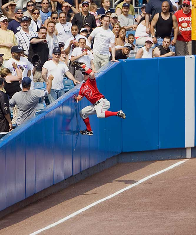 Angels leftfielder Reggie Willits snares a long foul ball hit by the Yankees Doug Mientkiewicz in the seventh inning Saturday. The Angels won 3-1.