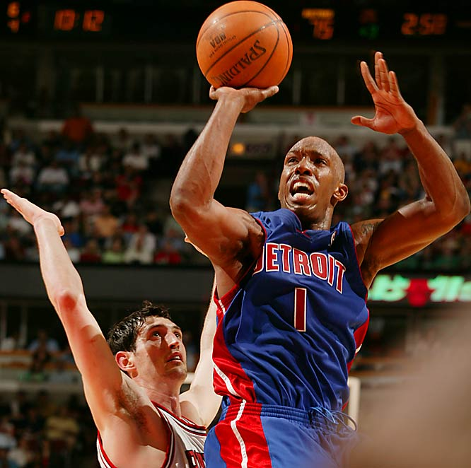 Chauncey Billups scored 21 points as the Detroit Pistons overcame a 19-point third-quarter deficit to top Kirk Hinrich and the Bulls in Chicago.