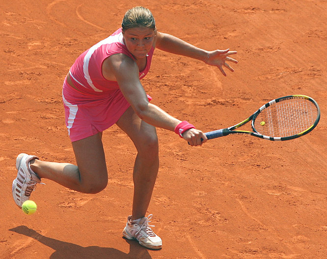 No. 10 seed Dinara Safina lost to the current Australian Open champion Serena Williams on Sunday, 2-6, 3-6.