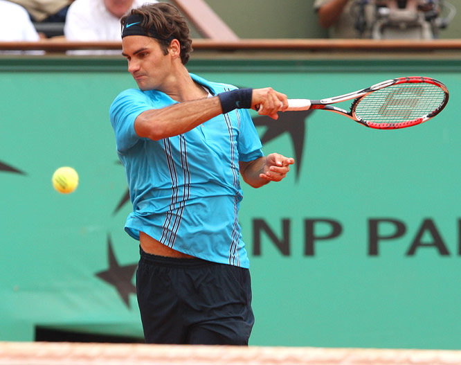 Roger Federer, who has won three consecutive Grand Slam events, will meet No. 8 seed Tommy Robredo of Spain in the French Open quarters.