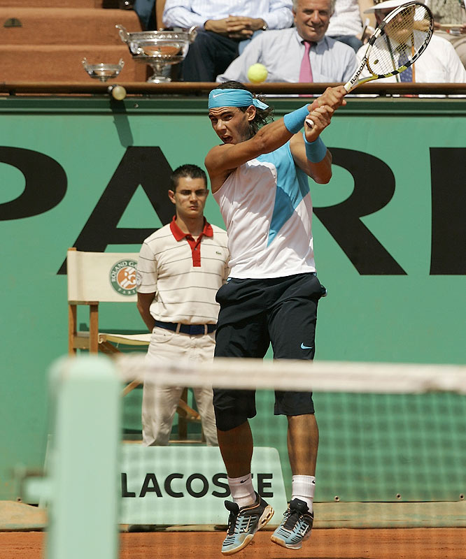 The back-and-forth battle at Roland Garros continued in the third set with Nadal muscling his way to a relatively easy 6-3 win to take a 2-1 advantage heading to the fourth set.
