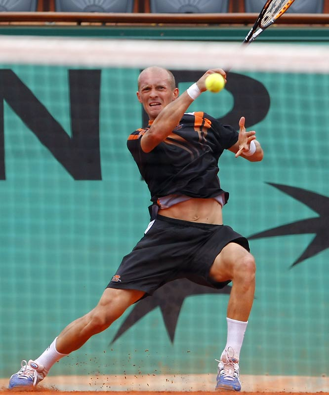 Nikolay Davydenko could not capitalize on Federer's sluggishness and fell to 0-9 against the top-ranked Swiss.