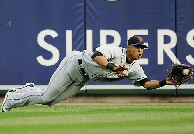 Mets right fielder Carlos Gomez dives to catch a fly ball hit by the Tigers' Ivan Rodriguez in the fourth inning June 8 at Comerica Park. The Mets won 3-0.