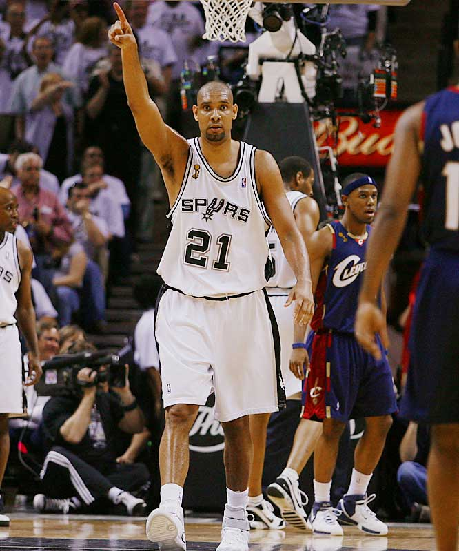 With a freshly-shaven head, Tim Duncan had 24 points and 13 rebounds for the Spurs.