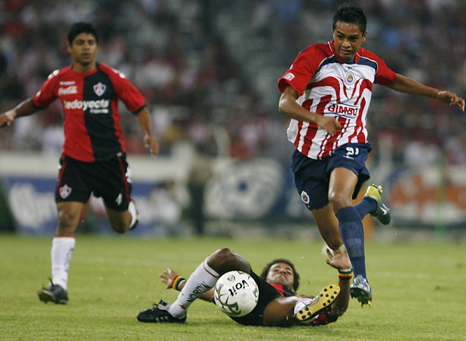 Forward Sergio Santana of Chivas surges past Andrés Nicolás Olivera of Atlas during Chivas' 2-0 win on April 14 in Guadalajara.